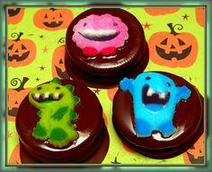 Hugs & CookiesXOXO: CHOCOLATE DIPPED OREOS FOR HALLOWEEN