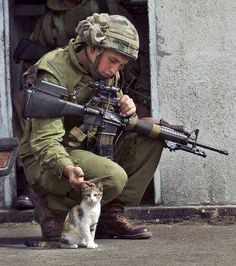 Israeli soldier with kitty