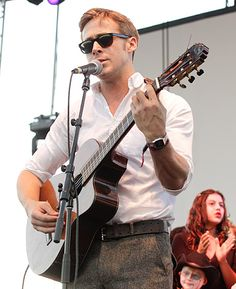 ryan gosling + guitar = hottness !!!