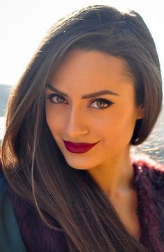 Winged eyes + berry or burgundy red lips. So gorgeous....this will be my holiday beauty look