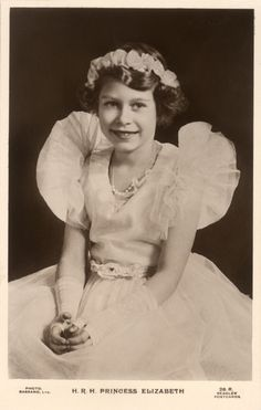 Queen Elizabeth II Was A Bookworm In Her '40s Princess Days (PHOTO)