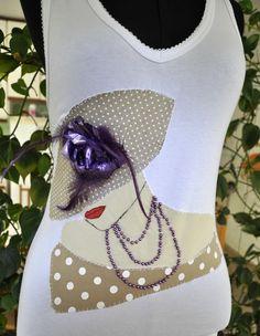 **** Camiseta na cor branca, malha de ótima qualidade,  tamanho GG, modelo regata, decote em V,  com aplique de uma dama antiga com chapéu, em tecido 100% algodão. ******* Produto PRONTA ENTREGA******* **** Consultar valor do frete! **** Aceitamos encomendas em outros tamanhos, cores e modelos Medidas: Largura( busto) 42cm e  63 de comprimento R$65,00