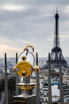 sightseeing in Paris w/ @bellawedig :)