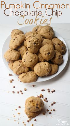 Delicious pumpkin cinnamon chocolate chip cookies #McCormickBakeSale via momendeavors.com      #mccormickbakesale