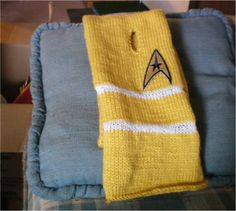 Star Trek Command Colors Keyhole Scarf « Black Mood Craft FREE PATTERN I think I'll knit one of these soon for some lucky star trek fan friend of mine!