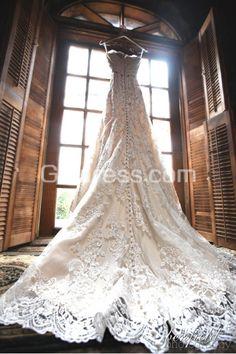 Vintage wedding dress. Gorgeous photo! I love this angle.