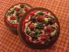 Chocolate Covered Oreo Cookies Pizzas- I can make these! :)