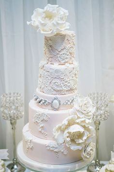 WedLuxe – Pretty-in-