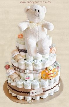 Baby Diaper Cake by www.fancyparties.es #diapercake #diaper #newborngift