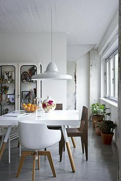 Table/Chairs - sourcing photo