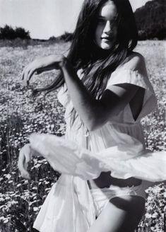 summer flowers, rosie huntington whiteley, fashion models, black white, flower fields, flower children, fashion photography, dance, photographi