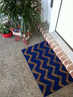 DYI Chevon mat. Simple yet decorative inspiration, dreams, colors, indoor planter, blue white, paints, doormats, chevron, blues