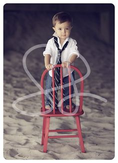 I love the big tie on the little man