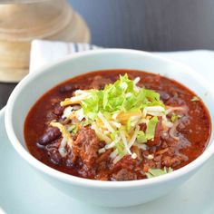 Prepare this hearty Weeknight Beef Chili in slow cooker, so it can cook all day and ready for you at the end of the day!