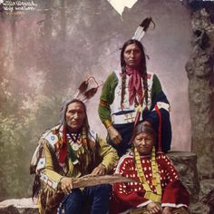 Chief Little Wound with his wife and son. (1899 Heyn Photo)