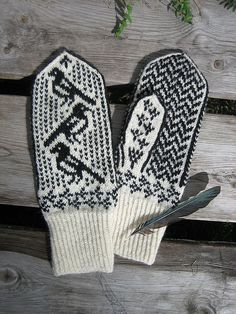 Mag pie mittens with chart by @yarn jungle