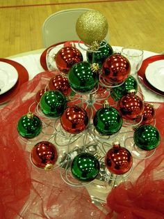 Christmas centerpiece using a cupcake stand & ornaments