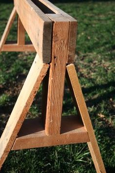 DIY sawhorse from pallet wood.