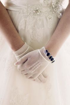 bridal gloves  Photography by piteiraphotography.com