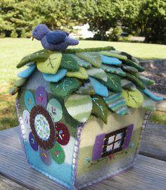 felt hous, birdhous, little houses, felt crafts, fairy houses, felt diy, felt birds, diy gifts, handmade gifts