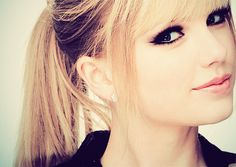 taylor swift, taylorswift, straight hair, eye makeup, dark eyes, ponies, pony tails, curly hair, role models