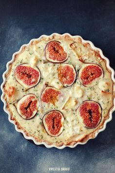 Quiche with fig, goat cheese and thyme