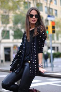 wadulifashions.com - Nice look for leather pants .. xo raybans too.