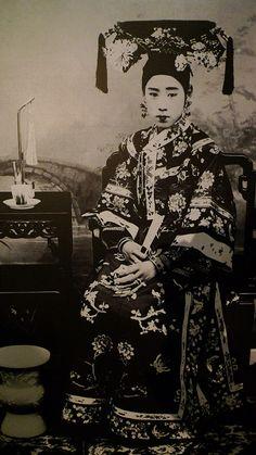 Noble Mancu woman in long qipao     Transformation of the Qipao at Hong Kong Museum of History.