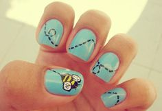 adorable bumble bee manicure