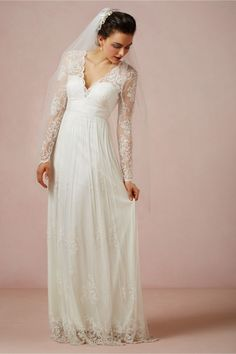 Vestido de novia 2014 en color blanco con mangas largas confeccionadas con encaje - Foto BHLDN