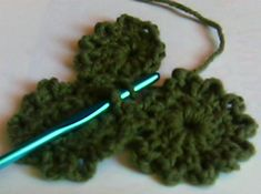 Yo-yo pattern & how to join as you go. This tutorial will show small circular pieces being joined together, but you can also use these techniques on granny squares and other motif shapes.