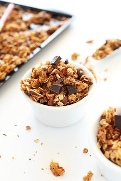 SALTY-SWEET Almond Joy Granola! Crispy oats and almonds, coconut flakes and dark chocolate!! #vegan
