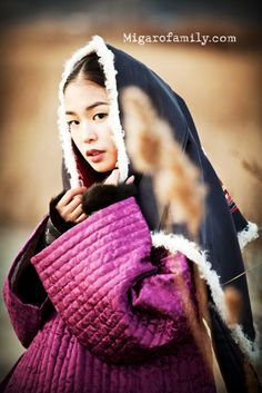 Beautiful picture....Korean girl wearing Hanbok