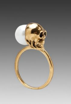 por mi  Pearl Skull Ring