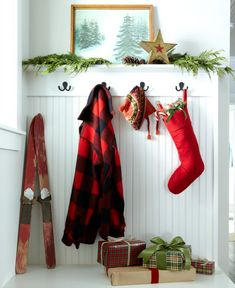 love this Christmas time entryway | the farm chicks