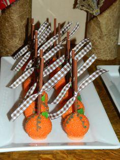 Pumpkin Pie Cake Pops for a Thanksgiving Mini Dessert Buffet #thanksgiving #cakepops