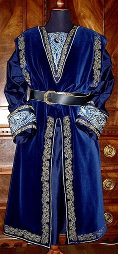 High Middle Age Men's Garment with celtic patterns in gold and silk embroidery c. 1350
