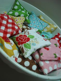 {DIY Sewing Idea} tiny reheatable hand-warmers or cold packets by Lori @ http://beeinmybonnetco.blogspot.ca/2012/01/hotcold-bags-tutorial.htm