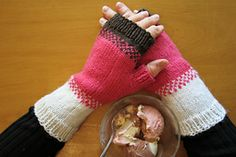 Ravelry: Neapolitan Mitts pattern by Tracy Hill