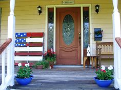 Red, white and blue porch. Love the DiY pallet flag