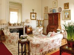 bright morning room at Downton Abbey