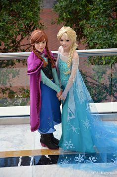 The amazing Yuurisan twin sisters got the rest of their Frozen cosplay pictures up along with construction notes!! They even have Anna frozen and Elsa pictures with Jack Frost. Sooo cool!