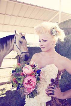 bouquet, roll, poni, vintage weddings, photo shoot, the dress, rock, bride, big day