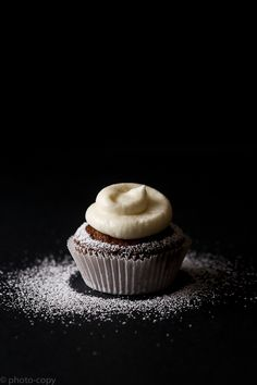 Carrot cupcake fromage blanc + awesome photography