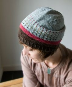 Minno Hat: Minno is a slouchy hat with easy color work..