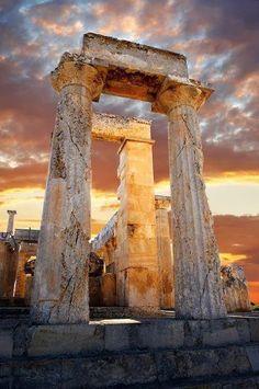 THE DORIC TEMPLE OF APHAIA, AEGINA ISLAND GREECE