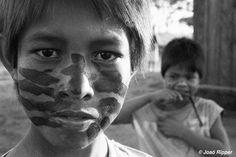 """La indígena guaraní Valdelice Veron daba la bienvenida a esta noticia con estas palabras: """"Podremos beber agua de nuestra tierra de nuevo. Podremos empezar de cero"""". Empezar de cero es lo único que piden los guaraníes. Empezar de cero es el sueño que albergan desde hace demasiado tiempo. Ya es hora de que abramos los ojos y dejemos de ignorar el expolio de este pueblo."""