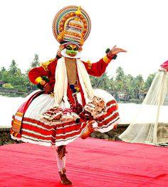 cultural tour india : Traditional dance kerala