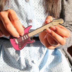 rock chick, chick guitar, guitar emeri