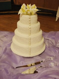 4 tier fondant cake with scroll piping and handmade cala lilies